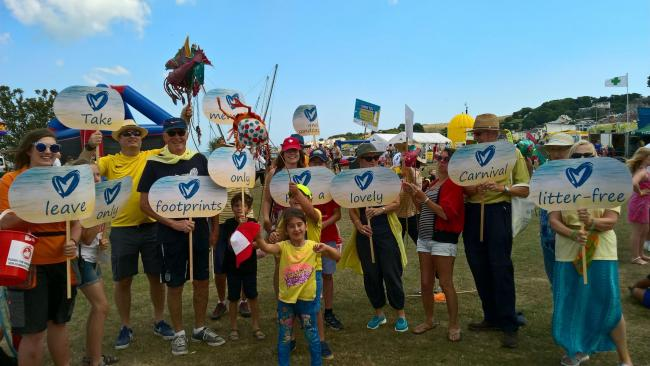 Swanage Carnival crowd supports Plastic Free Swanage