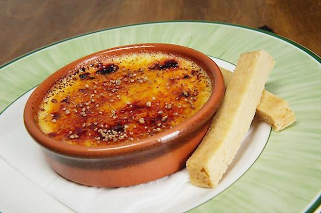 Crème brûlée with home-made shortbread