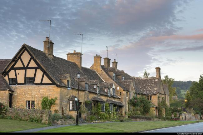 Traditional Cotswold stone cottages in the picturesque Cotswolds village of Broadway, known as the 'jewel of the Cotswolds'..