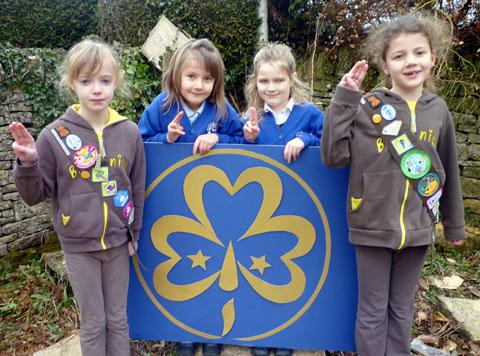 Stow Brownies Lucy Major, Charlie Dodridge with Rainbow friends Amelia John and Tabitha O'Driscoll
