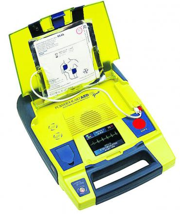 Find out how to use a defibrillator in Chippy