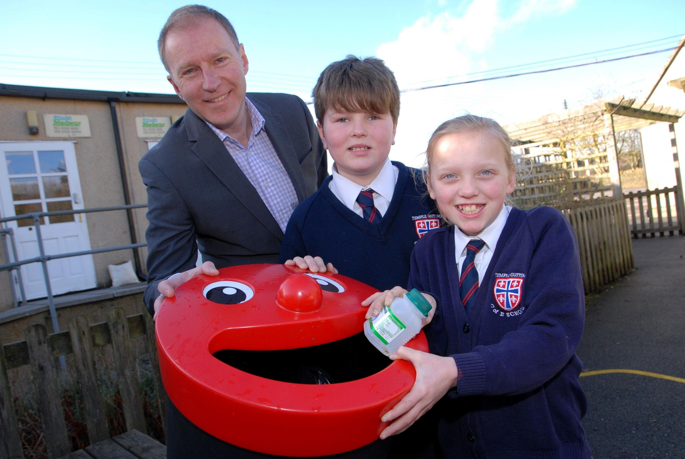0714519702 Paul Jackson 11.02.14 Temple Guiting Cllr. Paul Hodgkinson has launched a campaign to get all the Cotswold primary schools recycling to be collected by the council to save cash. From left - Cllr Paul Hodgkinson, Harry Pinchin, 11 and Grace Reas