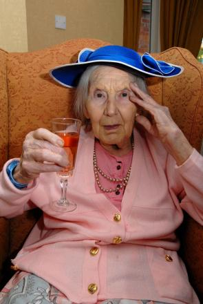 1114542201 Paul Jackson 11.03.14 Broadway Nancy Langridge with her hat and glass of fizz ready to watch the races. (4534726)