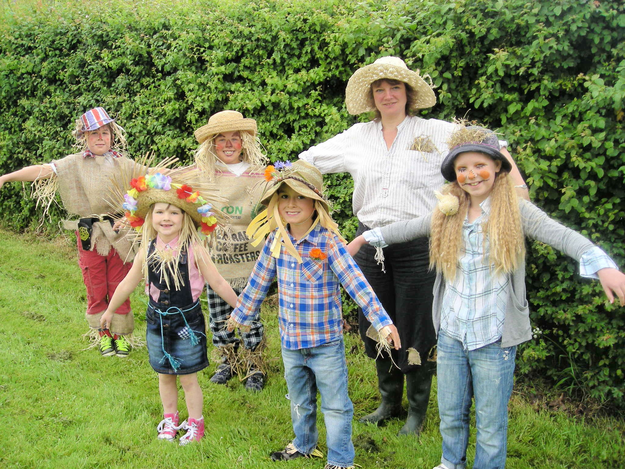School children enjoy scarecrow week