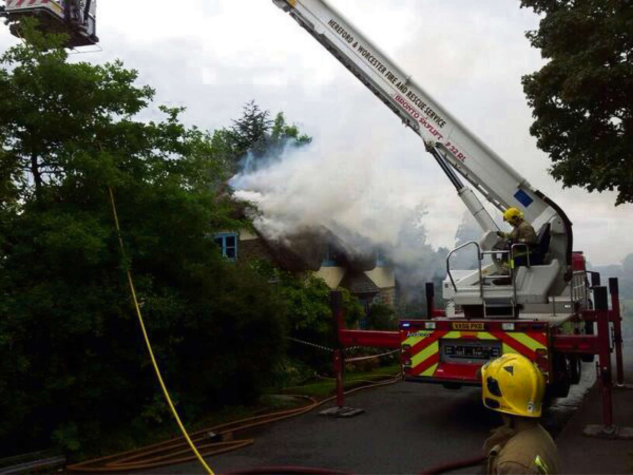 Part of thatched cottage destroyed in fire