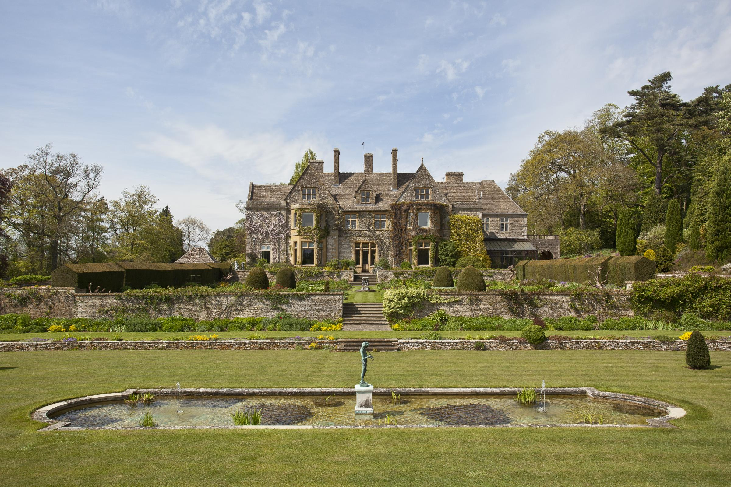 Cotswold estate goes on the market