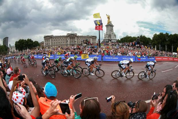 Tour de France passing Buckingham Palace (7968283)