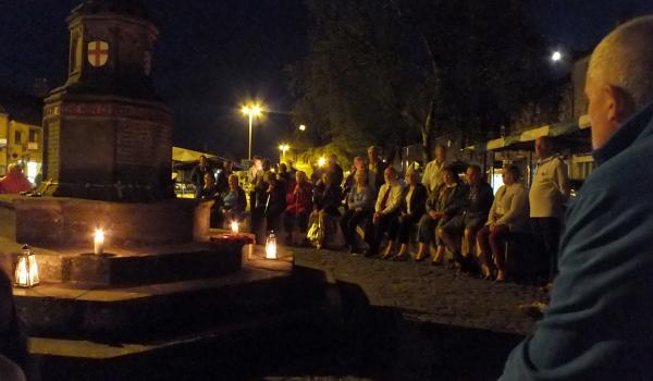 The Cotswolds unite in candle tributes to WW1 fallen