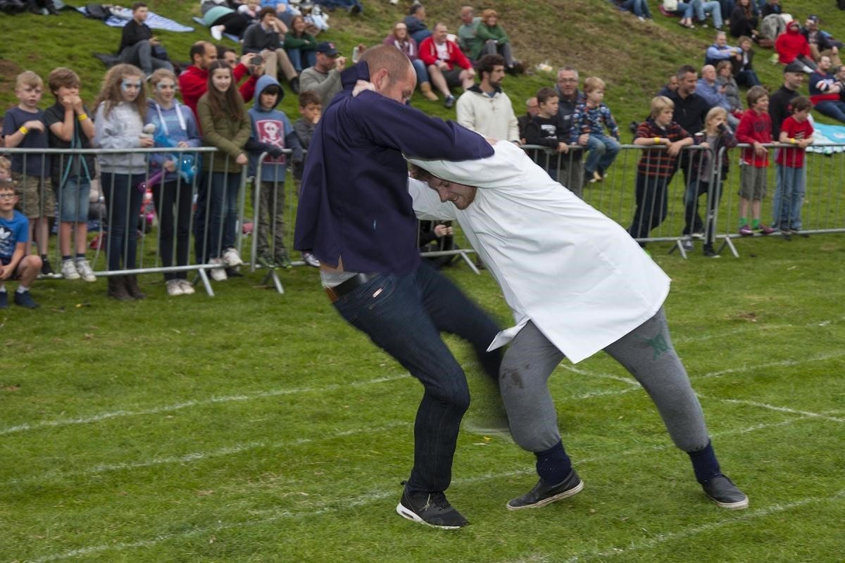 Shin kicking at the 2016 Cotswold Olimpick Games. Photo: Chris Roberts/ Wider View PR