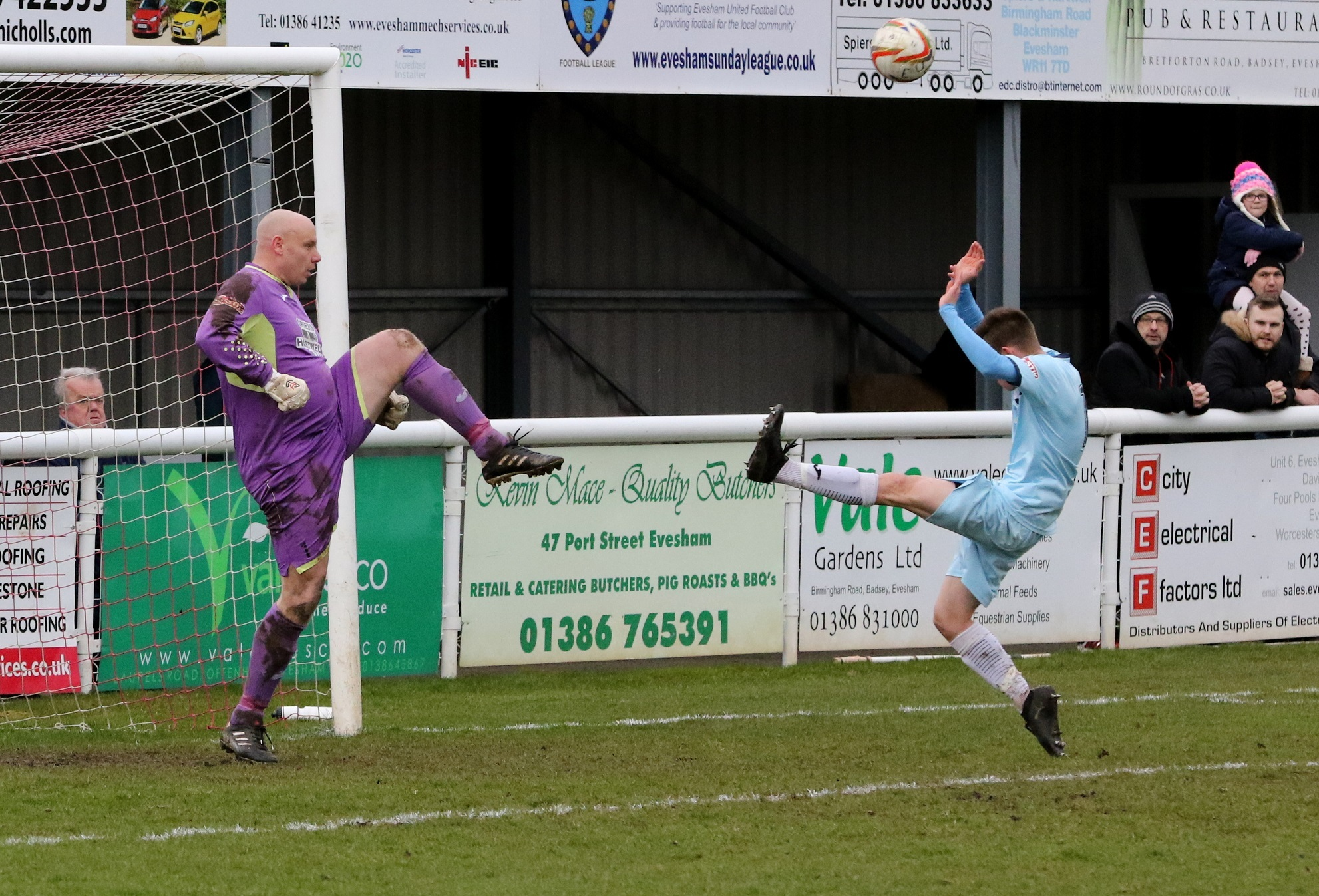 SWANSONG: Evesham United goalkeeper Kevin Sawyer (Picture: Steve Rolfe)