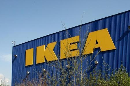 Ikea to close its first big UK store